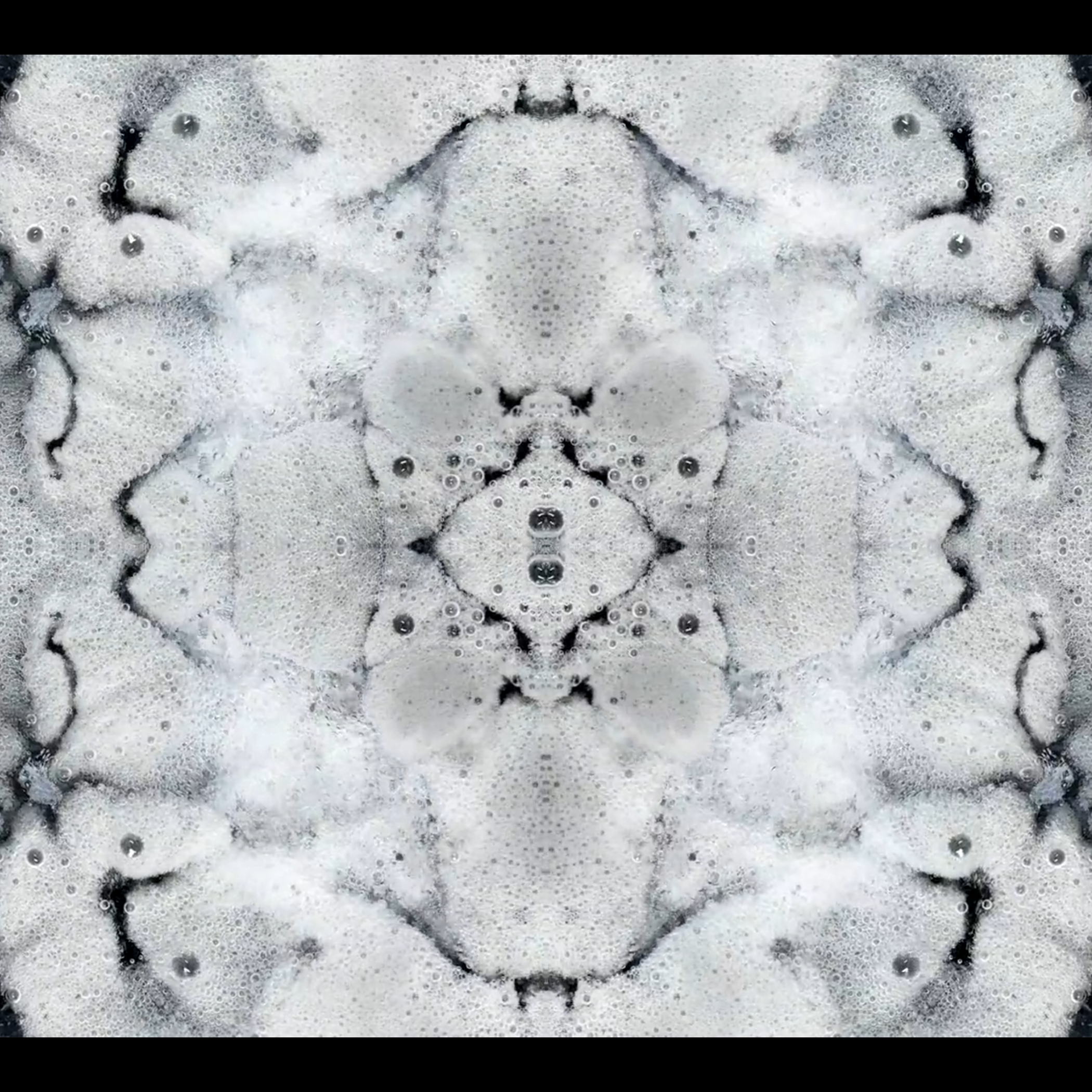 DROP – an audiovisual experiment using purely organic materials